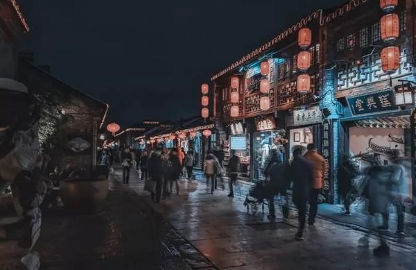 周末、元旦不加价,近东关街!扬州皇冠假日酒店1晚+双早+自助晚餐
