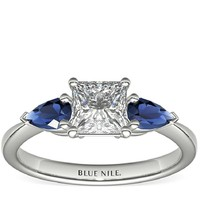 Blue Nile 经典梨形蓝宝石戒指 + 1.01克拉公主方形钻石