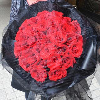 中礼 中礼鲜花 99朵红玫瑰花束礼盒满天星 生日礼物 康乃馨鲜花速递同城 花店配送上门全国送花 【黑纱公主鲜花】33朵黑纱红玫瑰花束
