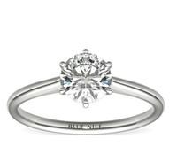Blue Nile 鉑金小巧簇新六爪單石訂婚戒指 搭配1克拉鉆石