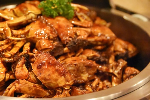 """高性价比蟹宴,高级料理""""鹅肝鱼子酱""""艳压全场!上海宏安瑞士大酒店海陆荟萃和蟹宴自助晚餐"""