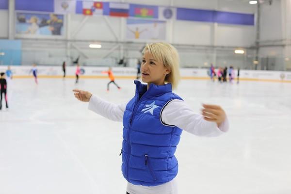 1350㎡真冰滑冰场!武汉武商众圆真冰场2小时滑冰体验(提供冰鞋)
