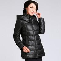 俞兆林 中老年羽绒服女2019冬季新品大码加厚妈妈装女装外套  YWYR189138 黑色 XL