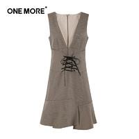 ONE MORE 新款大v领无袖连衣裙格子裙短裙