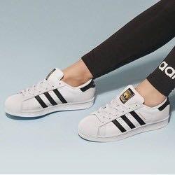 再降价 : Adidas 三叶草 EG4958 男女款金标贝壳头板鞋