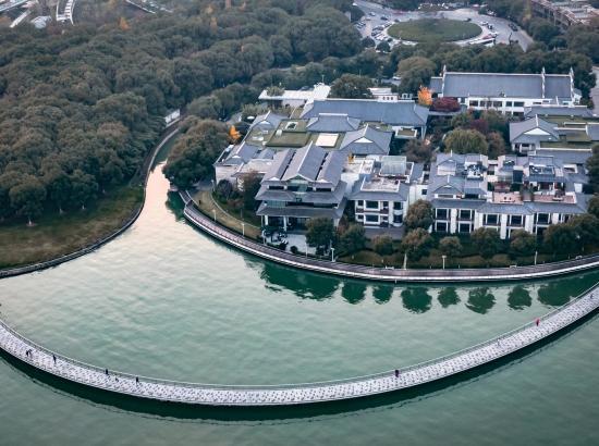 金鸡湖畔60㎡+行政园景房!苏州托尼洛·兰博基尼书苑酒店 2晚 含早餐+午餐(限日期)