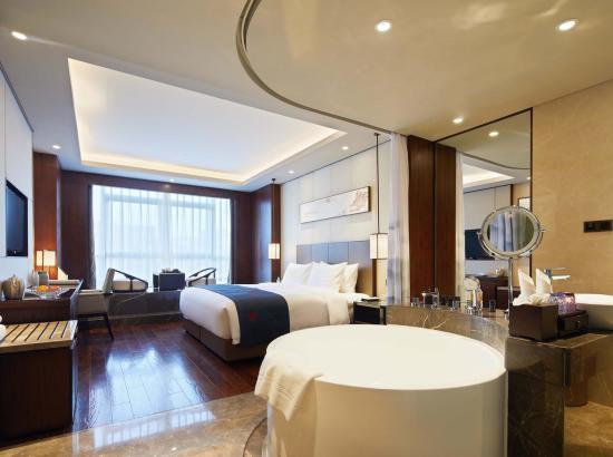 步行可至芙蓉园、大雁塔、陕博!西安芙蓉阁酒店 高级大床房2晚(含早餐)可拆分
