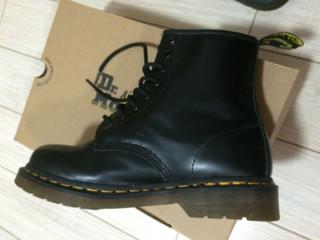 Dr Martens经典黑色马丁靴
