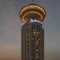 紧邻人广、住1送1!上海新世界丽笙大酒店 景致小套房1晚(含早+双人晚餐/双人杜莎夫人蜡像+延迟退房至14点 )