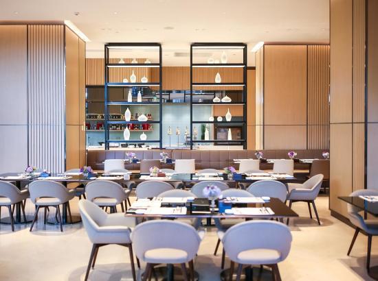 周末专享!上海虹桥商务区凯悦嘉寓酒店 嘉轩大床房1晚(含双早)+双人小龙虾套餐1份