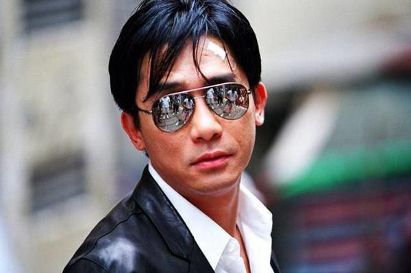 无法拥有梁朝伟的盛世美颜,至少可以拥有他的同款墨镜一戴!