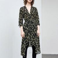 MO&Co. 摩安珂 MA182DRS101 V领印花不规则裙摆连衣裙