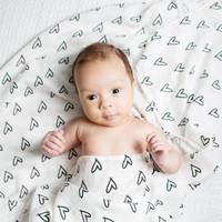Lulujo Baby 摩登黑白系列 LJ113 婴儿竹子包巾 心心相印