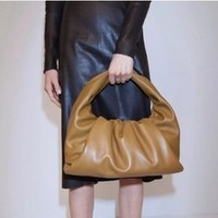 BOTTEGA VENETA 宝缇嘉 The Shoulder Pouch 607984 女士羊皮单肩背包