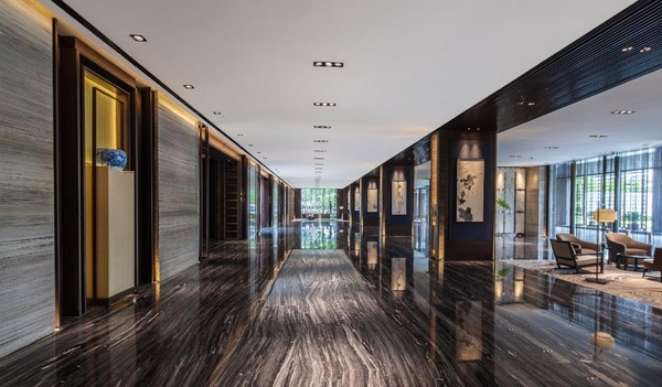 近迪士尼乐园!上海国际旅游度假区万怡酒店 豪华大床房1晚(含早餐+晚餐+迪士尼接送)