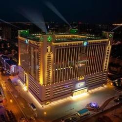 2大网红合体!长沙万家丽国际大酒店 豪华大床房1晚+茶颜悦色(幽兰拿铁/声声乌龙2选1)