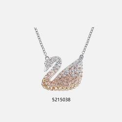 考拉海购黑卡会员 : SWAROVSKI Iconic Swan 5215034 大号渐变白天鹅项链