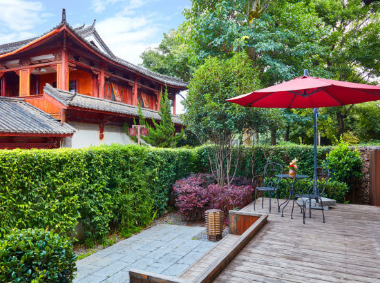 旅游品类日!丽江古城英迪格酒店 豪华房1晚(含早餐+玫瑰+红酒+巧克力)