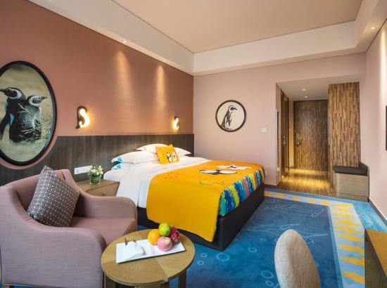 珠海长隆企鹅酒店 极地房1晚(含3人海洋王国2日票+3人自助晚餐)
