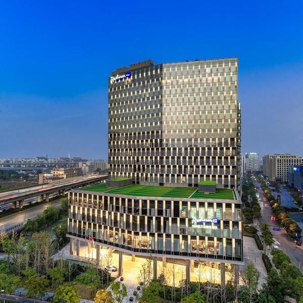 国庆可用!杭州新天地丽笙酒店 高级房1晚(含早餐+太阳马戏门票2张)
