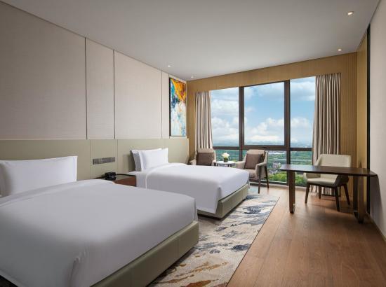 京东11.11:旅游品类日 上海浦东温德姆酒店 高级双床房1晚(含早餐+午/晚餐特色套餐1份+迪士尼接送)