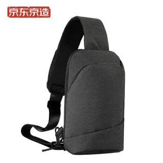 京东京造 极简主义胸包 都市休闲简约单肩包斜挎包 可放入7.9英寸ipad平板电脑 深灰色