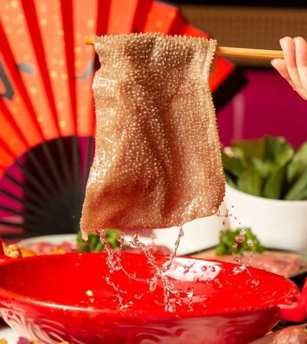大块鲜嫩的沸腾羊筒骨,翻滚的汤水红光四溢!沪小胖3-4人餐13店通用餐券