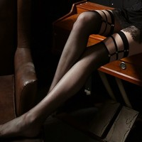 GEEZORO 13ty 黑色铆钉渔网袜