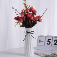 Hoatai Ceramic 华达泰 花瓶A款白+2束红色玫瑰花苞