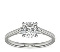 0.55克拉圆形切割钻石理想切工 + 14k 白金小巧大教堂单石订婚戒指