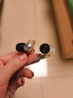 透明色的耳机还有线很好看,也很有质感,音