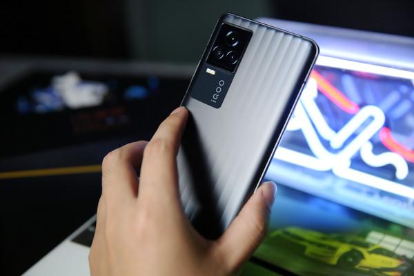 强悍的横屏旗舰 | vivo iQOO 7 5G 智能手机