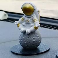創意宇航員汽車擺件個性車內飾品車載中控臺可愛手板模型裝飾品 金色宇航員C款