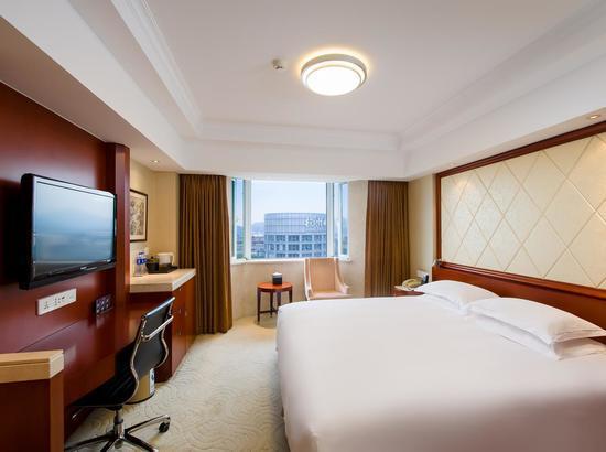 周末不加价!杭州新侨饭店 高级大床房1晚(儿童乐园+健身房)