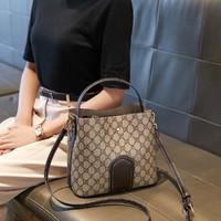 CORALDAISY/卡洛黛茜 大容量水桶包斜挎包时尚印花单肩包女士包包手提包