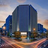 周末不加价!上海中优城市万豪酒店 豪华大床房1晚(含早餐+晚餐+下午茶)