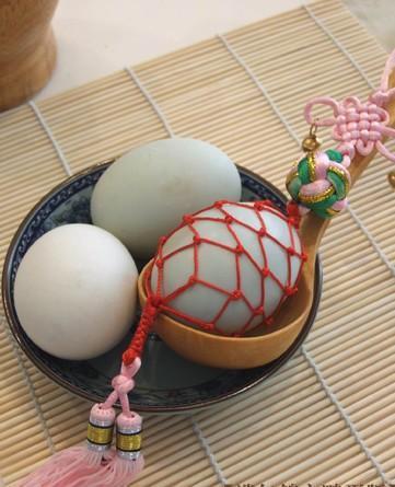 """""""鹌鹑蛋""""加网成耳环,灵感来自东南沿海端午习俗?"""