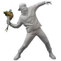 艺术品:HOWstore Banksy  掷花者 FLOWER BOMBER 雕塑摆件 高 36 cm 宝丽石