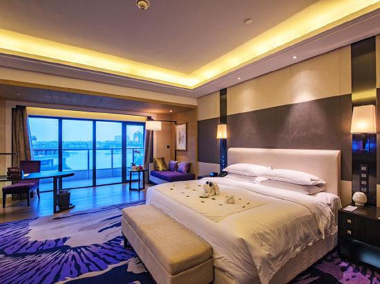 有效期至2022年2月!周末专享!武汉联投半岛酒店 豪华湖景大床房1晚(含早餐+晚餐+亲子活动)