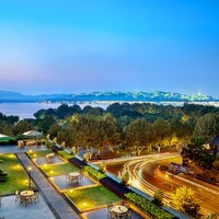 近西湖!杭州索菲特西湖酒店高级房1晚(含早餐+晚餐+旅拍)