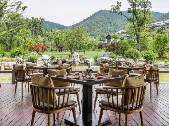 周末不加价!宁波东钱湖康德思酒店 豪华湖景房1晚(含早餐+东悦市集套餐)