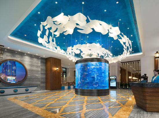 在酒店体验海洋风情!常州环球港邮轮酒店 海港亲子房1晚(含早餐+下午茶+3斤采摘券+恐龙园往返)