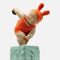 XQ 稀奇 稀奇艺术 瞿广慈《掷铁饼baby》35X22X13cm 雕塑 玻璃钢手绘