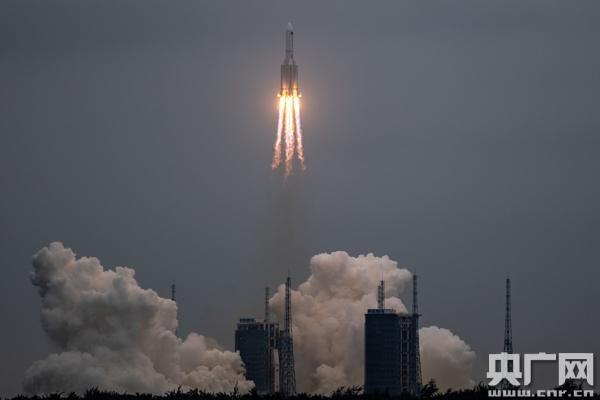 长征五号B遥二运载火箭点火升空,天和核心舱发射成功