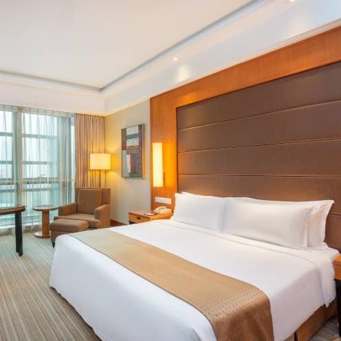 杭州钱江新城假日酒店  假日高级大床房 1晚 (含早餐 + Boomi亲子布置 + 双人中式套餐 )