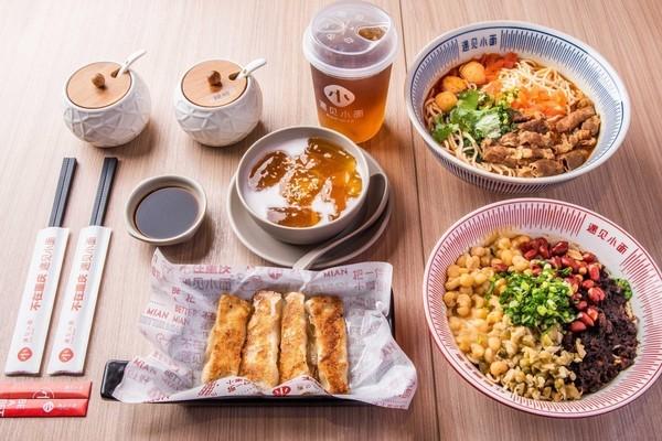 拿渡麻辣香锅双人套餐64元,遇见小面套餐24.8元,青沐川川陕风味套餐19.9元