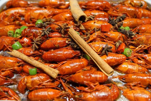近迪士尼、周末专享!上海国际旅游度假区万怡酒店 小龙虾烧烤海鲜单人自助餐