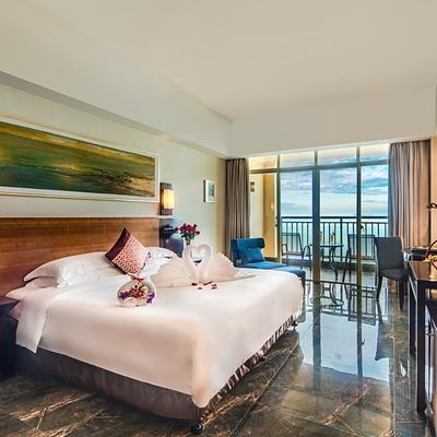 暑假不加价!三亚湾胜意大酒店180°海景套房(含双早+自助午餐/晚餐+蜜月布置)