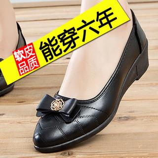 单鞋女2021春中跟平底妈妈鞋子春秋款皮鞋软底舒适时尚中老年女鞋