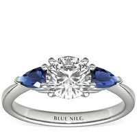 Blue Nile 经典梨形蓝宝石订婚戒指